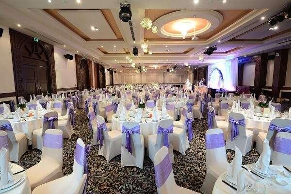 lựa chọn trung tâm tổ chức đám cưới